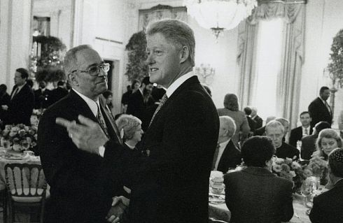 PHOTO: Bill Clinton shaking hands with Jeremiah Wright