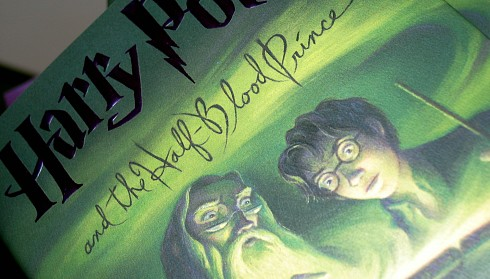 PHOTO: Harry Potter & The Half-blood Prince book cover
