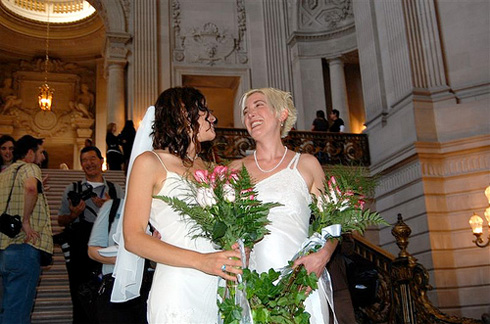 PHOTO: Same sex couple getting married