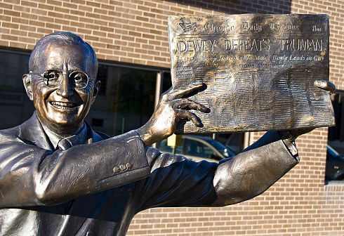 PHOTO: Statue of Truman holding the Tribune that famously said \'Dewey Defeats Truman\'